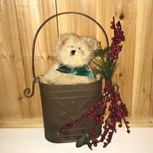 BOYDS BELLE IN BERRY CHRISTMAS DECORATIVE TIN